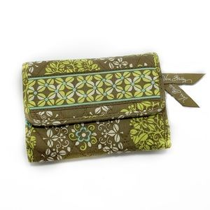 Vera Bradley Sittin in a Tree Green Wallet EUC